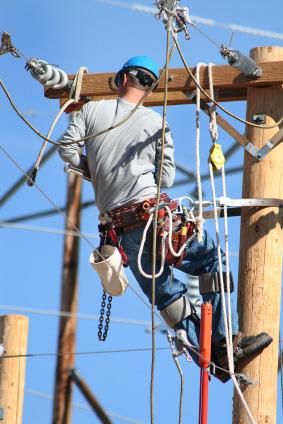 Du som har en bred behörighet kan nå högt som elektriker
