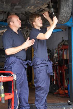 Praktik leder i många fall till fast jobb - inte minst bland mekaniker